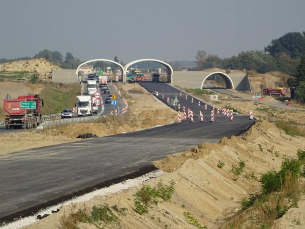 Postęp prac na odcinku ze Świecia do Bydgoszczy, budowanym przez konsorcjum firm Kobylarnia i Mirbud. Roboty mają się planowo zakończyć do sierpnia 2022 r.