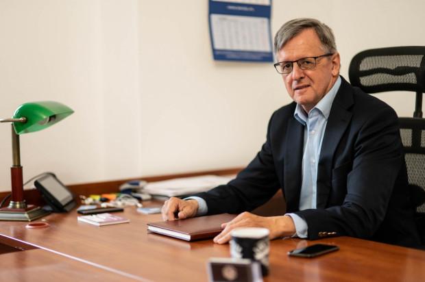 """- Trójmiasto staje się powoli europejskim hubem projektowym określanym przez niektórych żartobliwie """"Okrętową Doliną Krzemową"""" - tutaj znajduje się kilkadziesiąt okrętowych biur projektowych zatrudniających łącznie ok. 3 tys. inżynierów - twierdzi dyrektor Forum Okrętowego - Ireneusz Karaśkiewicz."""
