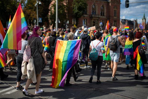Szkolenia są organizowanie w oparciu o realizowany od 4 lat w Gdańsku Model na Rzecz Równego Traktowania, który zakłada m.in. upowszechnienie i ochronę wolności i praw człowieka oraz swobód obywatelskich, a także działania wspomagające rozwój demokracji.