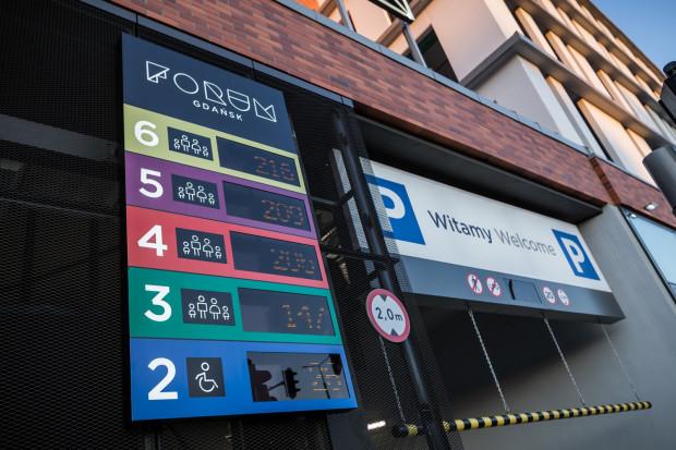 Do dyspozycji kierowców pozostają cztery poziomy parkingu - od drugiego do piątego. W wyjątkowych sytuacjach operator otwiera też szósty poziom, z którego na co dzień korzystają posiadacze karnetów.