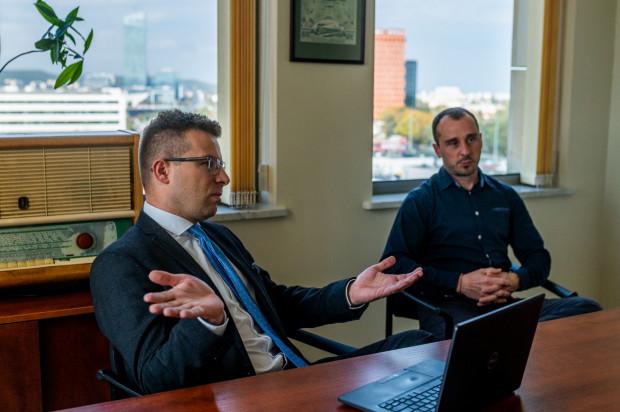 - Drobni inwestorzy walczą o utrzymanie giełdowej płynności swoich akcji, aby nadal pozostać akcjonariuszem spółki, która powinna być notowana na Giełdzie Papierów Wartościowych w Warszawie - twierdzą Michał Dzięciołkiewicz i Adrian Kessler.