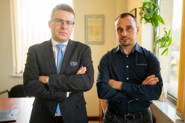 - Wszelkie działania - nawet realizujące strategiczne interesy państwa - winny być dokonywane z pełnym poszanowaniem prawa, w tym praw mniejszościowych akcjonariuszy - twierdzą Michał Dzięciołkiewicz i Adrian Kessler, prawnicy reprezentujący akcjonariuszy spółki Energa SA.