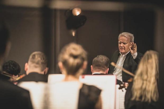 Ten sam program, który wysłuchaliśmy w Wiedniu, Polska Filharmonia Kameralna Sopot wykonała dwa dni wcześniej, w swojej sali koncertowej przy Operze Leśnej. Tu również publiczność nie kryła zachwytu.