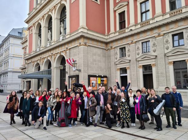 Występ w Großer Musikvereinssaal to największe marzenie wielu artystów. Orkiestra Polskiej Filharmonii Sopot zagrała tam już po raz czwarty (drugi z Alexandrem Krichelem) i ponownie skradła serca wiedeńskiej publiczności.