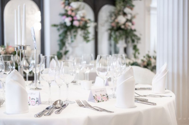 Aranżacje weselne charakteryzują się dbałością o każdy detal.