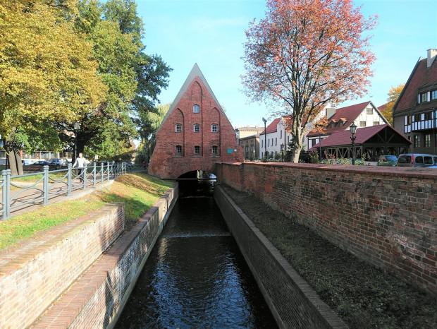 Przerzucony nad kanałem Raduni budynek błędnie zwany Małym Młynem, był niegdyś spichlerzem na zboże.