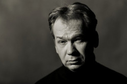 W rolę Karola wcieli się Mirosław Baka.