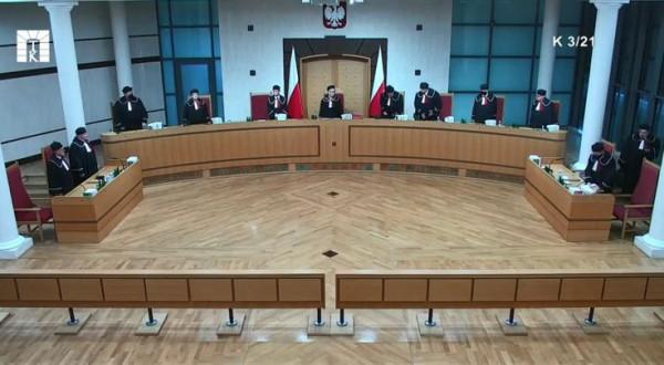 Trybunał Konstytucyjny wydał orzeczenie w pełnym składzie 12 sędziów. Dwóch z nich zgłosiło zdanie odrębne, nie zgadzając się z wydanym wyrokiem.