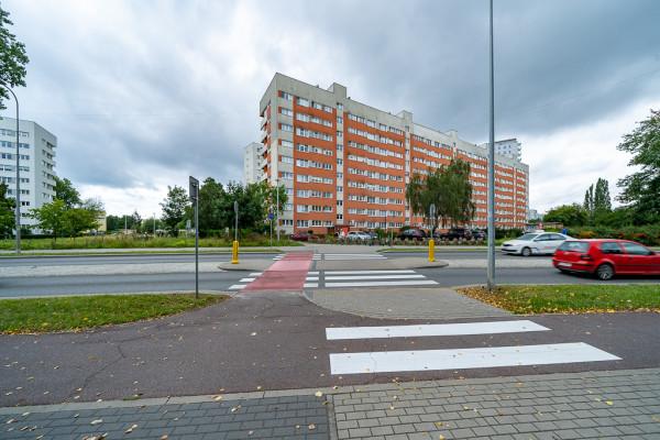 Przejazd przez ul. Kołobrzeską, od którego zaczynać się będzie nowa droga rowerowa.