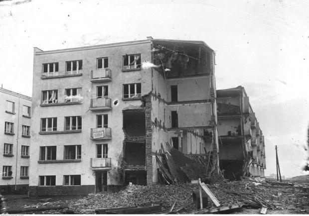 Skutki opisanego w artykule wybuchu gazu w centrum Gdyni.