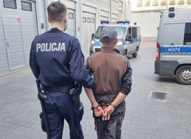 Pijany kierowca zatrzymany na obwodnicy, gdzie jechał zygzakiem przed radiowozem CBŚP.