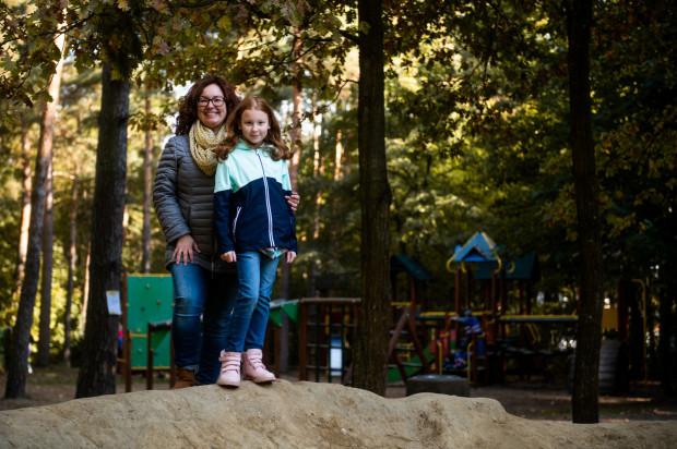 Dziewczynce kibicują rodzice. Na zdjęciu Zuzia z mamą Agnieszką.