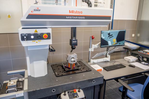 Laboratorium Metrologiczne na Politechnice Gdańskiej, gdzie naukowcy i studenci mogą korzystać z najnowszych systemów pomiarowych.