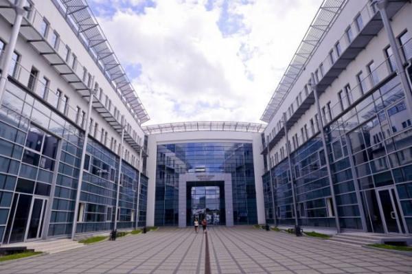 Uniwersyteckie Liceum Ogólnokształcące jest wyjątkowym miejscem na edukacyjnej mapie Trójmiasta, bo licealiści uczą się tu w budynkach kampusu uniwersyteckiego.