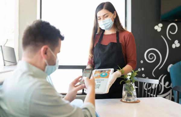 Według pracodawców wiedza o tym, kto jest zaszczepiony, pozwoliłaby lepiej organizować pracę i chronić pracowników, ale przede wszystkim klientów.