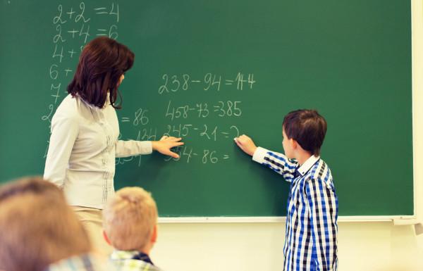 Dzień Nauczyciela to czas, w którym uczniowie i rodzice dziękują nauczycielom, dydaktykom i pedagogom za ich pracę.