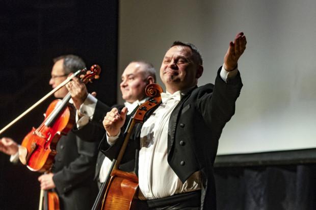 Grupa MoCarta, Kabaret Hrabi oraz Ania Rusowicz wystąpią razem na scenie Filharmonii Bałtyckiej w sobotni wieczór, 16 października.