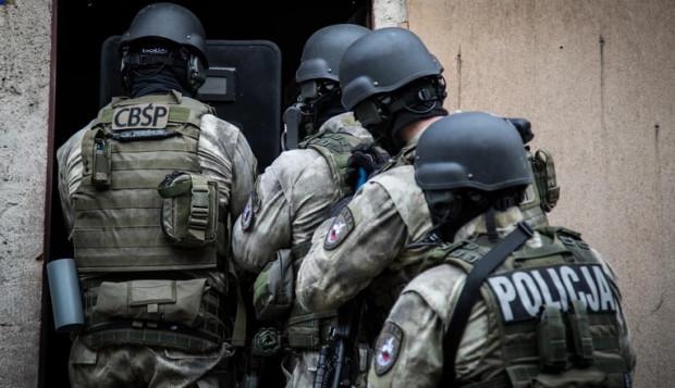 Łowcy cieni i funkcjonariusze Centralnego Biura Śledczego Policji zatrzymali poszukiwanych.