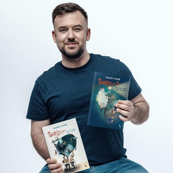 """Przemek Staroń - Nauczyciel Roku 2018 - jest autorem dwóch książek """"Szkoła bohaterek i bohaterów"""", właśnie miała premierę ta druga część."""