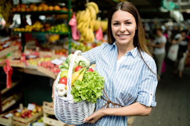 Pamiętaj, aby na twojej liście znalazły się głównie świeże warzywa i owoce - one powinny stanowić podstawę naszej diety.
