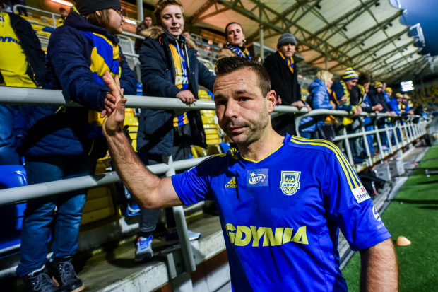 Paweł Abbott był napastnikiem Arki Gdynia w latach 2014-17. Obecnie pracuje jako asystent trenera w zespole do lat 18.