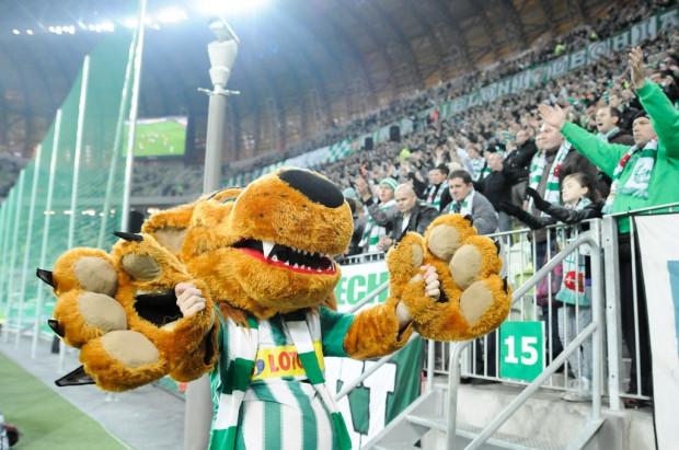 Nawet Lew, maskotka Lechii, po fatalnej passie piłkarzy może tylko bezradnie rozłożyć ręce.