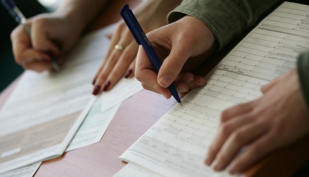 Na rozliczenie podatku od sprzedaży nieruchomości jest czas do końca kwietnia w następującym po sprzedaży nieruchomości roku kalendarzowym. Kwestie podatkowe warto jednak przemyśleć na długo przed sprzedażą...