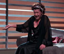 Sfrustrowana, zaniedbana żona zdolna jest rozpętać piekło z byle powodu. Barbara (w tej roli Dorota Kolak) nie da sobie w kaszę dmuchać i by zainteresować sobą męża ucieka się do najbardziej oryginalnych metod.