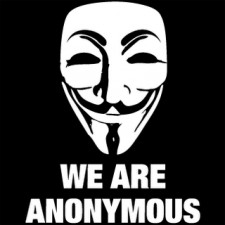 """Wielu z demonstrujących w Gdyni nosi maski Guya Fawkesa, spopularyzowane przez film """"V jak Vendetta"""", które są symbolem walczącego m.in z ACTĄ ruchu hakerów Anonymous."""