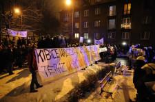 Manifestanci przeszli z Gdyni pod dom Donalda Tuska w Sopocie.