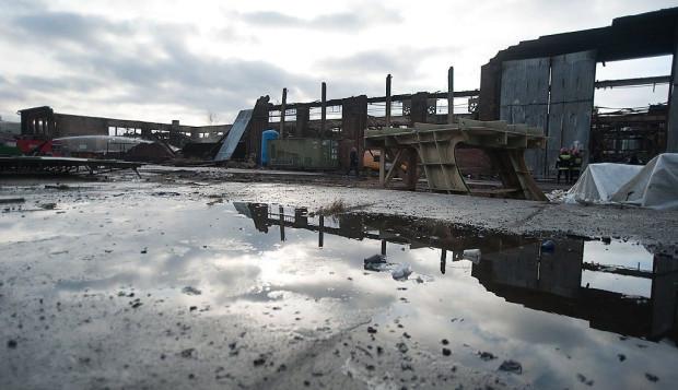 W pożarze całkowicie spłonęła jedna z hal, jakie wynajmowała na terenie Stoczni Gdańsk spółka HTEP Sunreef Yachts.