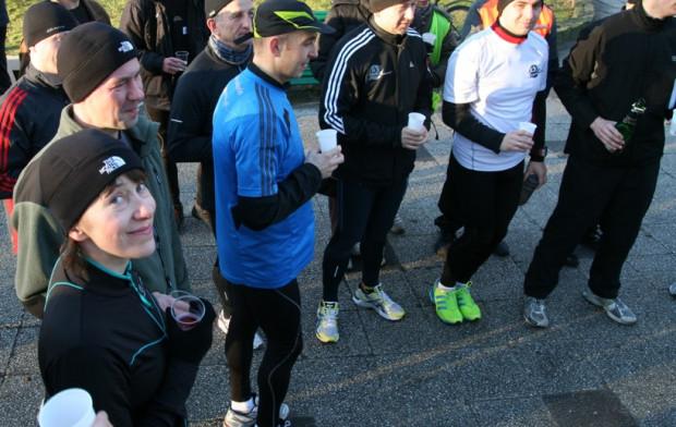 Biegacze sami organizują bieg, wyznaczają trasę, mierzą czas. Dzięki temu jest to akcja za która nie trzeba płacić.