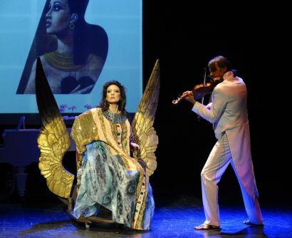 """O co chodzi w operze i jak ją oglądać? W swoim monodramie operowym """"Diva for rent"""" wyjaśnia Alicja Węgorzewska-Whiskerd. Spektakl w Teatrze Miejskim 7.02, o godz. 19."""