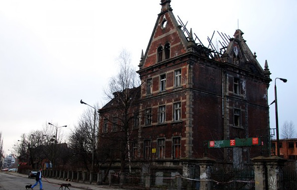 Budynek Zakładów Mięsnych po ostatnim pożarze. Stan na listopad 2011 rok.