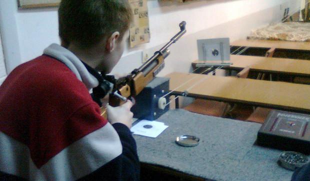 Strzelać można już w wieku 10-12 lat. Ważne jest nie tylko celne oko, ale także umiejętność skupienia.