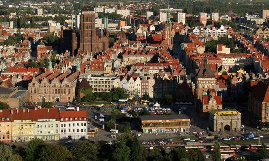 Zburzenie pawilonu LOT-u i zabudowa działki przy Wałach Jagiellońskich uczyniłyby z Targu Węglowego zamknięty plac.