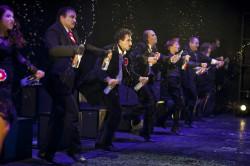 """Cały zespół aktorski """"Balu w operze"""" stanął na wysokości zadania, jednak trudno spektakl Muzycznego traktować inaczej niż inscenizowany program piosenek do muzyki Leszka Możdżera."""