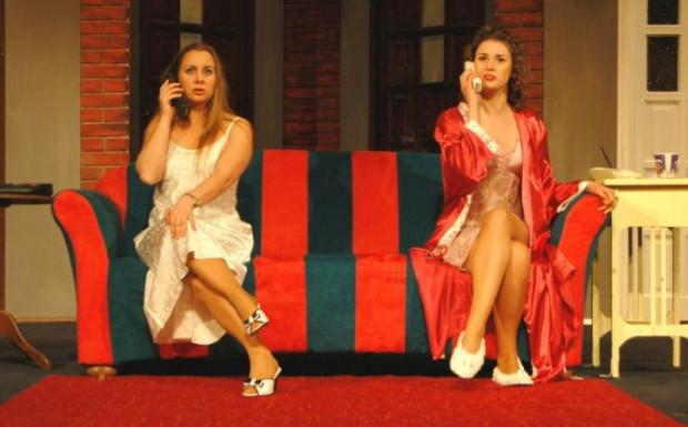 """Pokaz farsy Raya Cooneya """"Mayday"""" w wykonaniu Teatru Nowego w Słupsku zainauguruje wymiany spektakli między Teatrem Miejskim w Gdyni a słupską sceną."""