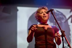 """Najjaśniejszym wokalnie punktem spektaklu """"Klenczon - poemat rockowy"""" była Katarzyna Cygan."""