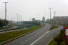 Nie wzdłuż ul. Witosa, a Trasą W-Z (al. Armii Krajowej) planowano kursowanie tramwajów w kierunku zachodnim. Z tego powodu wykonano szeroki pas zieleni oraz rezerwę na estakadzie pod tor w kierunku Śródmieścia.