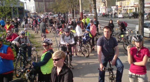 Kolejna Masa Krytyczna zgromadziła jeszcze więcej rowerzystów.
