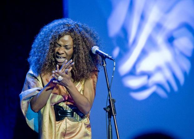 """Wydarzeniem festiwalu był występ niezwykłej """"czarownicy"""" Conchity Buiki."""