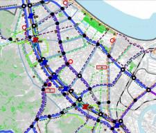 Drogę Czerwoną zaplanowano wzdłuż torów kolejowych, jako jedyną trasę z niemal wyłącznie dwupoziomowymi skrzyżowaniami.
