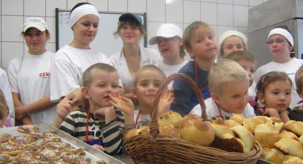 Zespół Szkół Przemysłu Spożywczego i Chemicznego, od dawna działa na rzecz mieszkańców swojej dzielnicy, uczestnicząc w różnych akcjach.