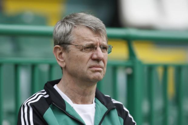 Andrzejowi Kucharowi nie można zarzuć braku zainteresowania Lechią. Nawet często przebierał się w dres i obserwował treningi piłkarzy. Jednak kibice domagają się od większościowego udziałowca przede wszystkim większych nakładów finansowych na klub.
