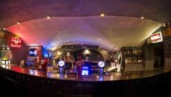 W Trójmieście jest kilka pubów stylizowanych na irlandzkie, które serwują Guinnessa.