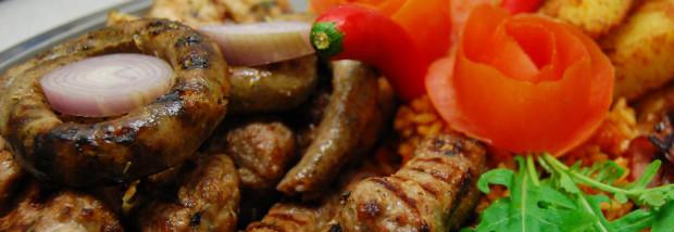 Chorwaci nie lubią kuchennych eksperymentów, uwielbiają mięso, szczególnie jagnięcinę i baraninę, tradycyjne ćevapi - kiełbaski z siekanego mięsa. Co ciekawe, smakuje im za to nasze polskie piwo.