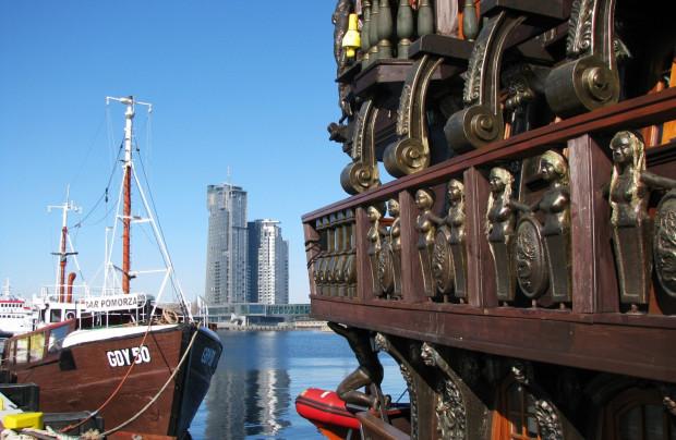 Molo Południowe. W tle: Sea Towers