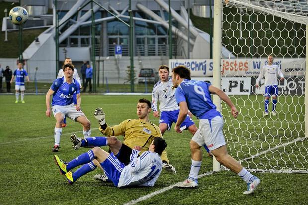 Jedyną trójmiejską drużyną, która w minionym sezonie zaznała goryczy degradacji był Bałtyk, który pożegnał się z II ligą. Dla odmiany gdyńskie rezerwy wygrały A klasę. Był to zresztą jedyny klub, który do rozgrywek wystawił aż trzy zespoły.