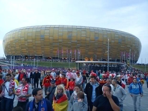 Kibice opuszczają już stadion w Gdańsku.